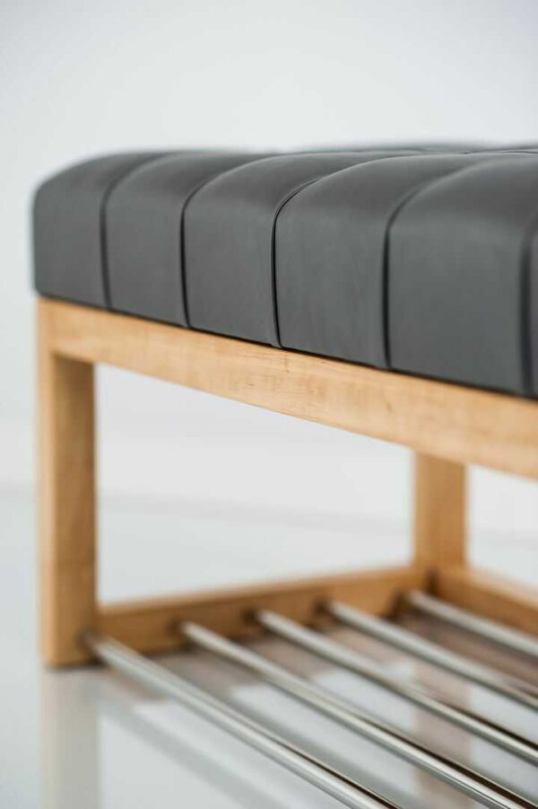 Sitzbank Chesterfield M-DEKO LPP-4 nach Maß aus Holz, mit Schuhregal und gestepptem Sitz aus dunkelgrauem Kunstleder
