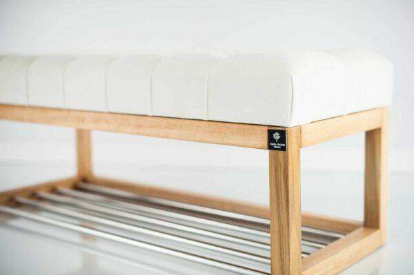 Sitzbank Chesterfield M-DEKO LPP-4 nach Maß aus Holz mit Schuhregal und gestepptem Sitz aus ecrufarbigem Velours