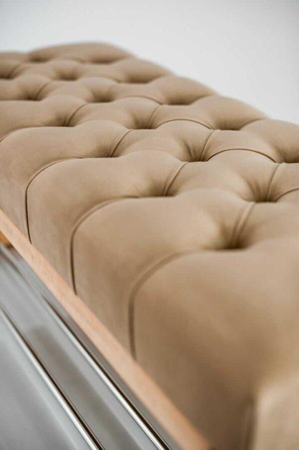 Sitzbank Chesterfield M-DEKO LPP-4 nach Maß aus Holz mit Schuhregal und gestepptem Sitz aus Cappuccino-farbigem Velours