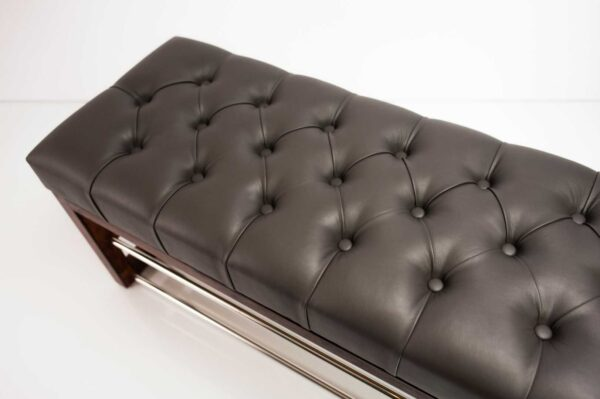 Schuhbank Chesterfield M-DEKO LPP-5 nach Maß aus Holz, mit Schuhregalen und gestepptem Sitz aus dunkelgrauem Kunstleder