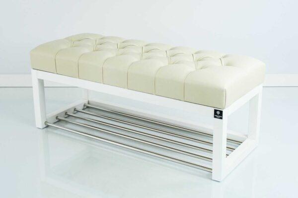 Sitzbank Chesterfield M-DEKO LPP-4 nach Maß aus weißem Holz, mit Schuhregal und gestepptem Sitz aus altweißem Kunstleder