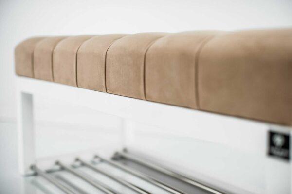 Sitzbank Chesterfield M-DEKO LPP-4 nach Maß aus Holz, mit Schuhregal und gestepptem Sitz aus Cappuccino-farbigem Velours
