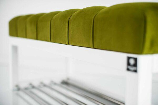 Sitzbank Chesterfield M-DEKO LPP-4 nach Maß aus weißem Holz, mit Schuhregal und gestepptem Sitz aus pistaziefarbigem Velours