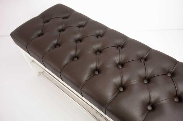 Schuhbank Chesterfield M-DEKO LPP-5 nach Maß aus Holz, mit Schuhregalen und gestepptem Sitz aus dunkelbraunem Kunstleder