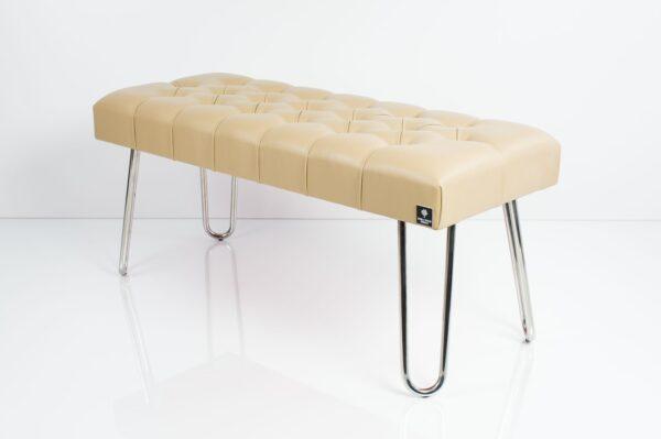 Polsterbank Chesterfield gesteppt M-DEKO LPM-12 Sitz aus beigem Kunstleder und Metallbeine Chrom