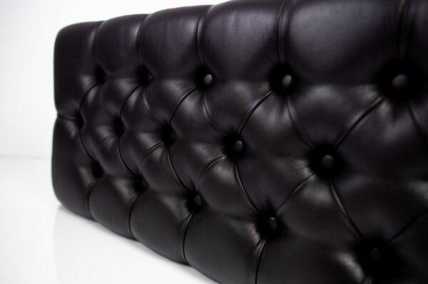 Polsterbank Chesterfield gesteppt M-DEKO LPM-12 Sitz aus schwarzem Kunstleder