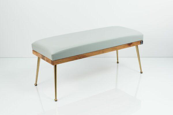 Gepolsterte Sitzbank M-DEKO LGS-108 Loft, nach Maß, Sitz aus Holz und hellgrauem Kunstleder, Metallbeine
